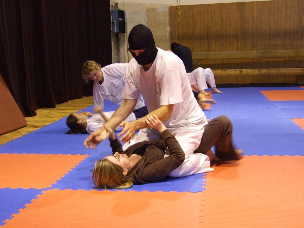Ženská sebeobrana 2009